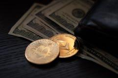 Dollars, bitcoin et éther photo libre de droits