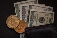 Dollars, bitcoin et éther image stock