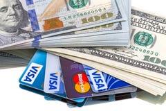 Dollars d'argent liquide et cartes de crédit Photographie stock libre de droits