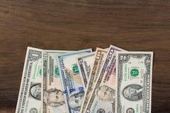 Dollars d'argent sur le fond en bois Photos stock