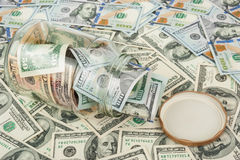 Dollars dans un choc en verre Photographie stock