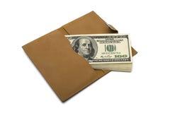 Dollars de billets de banque dans la bourse brune en cuir Images stock