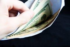 Dollars in de envelop Stock Foto's