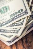 Dollars de plan rapproché de billets de banque Dollars d'Américain d'argent d'argent liquide Vue en gros plan de pile de dollars  Images libres de droits