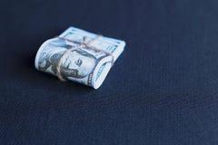 Dollars in een pak stock afbeelding