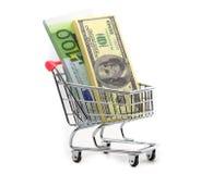Dollars en euro contant geld in het winkelen karretje Stock Foto's