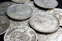 Dollars en muntstukken royalty-vrije stock afbeelding