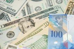 Dollars en Zwitserse franken Royalty-vrije Stock Afbeeldingen