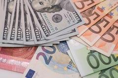 Dollars et billets de banque d'euro sur le livre blanc Image libre de droits
