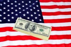 Dollars et drapeau des USA Image libre de droits