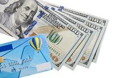 Dollars et par la carte de crédit Photographie stock libre de droits