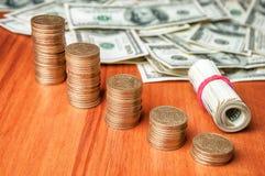 Dollars et pièces de monnaie ukrainiennes Photos stock