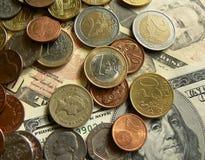 Dollars, euro, ponden en andere munten Stock Afbeelding