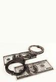 Dollars met geïsoleerd handcuffs Concept corruptie ruimte royalty-vrije stock fotografie