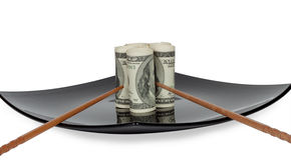 Dollars op een plaat Stock Afbeelding