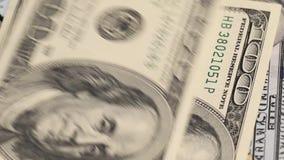 Dollars op laptop toetsenbord stock video