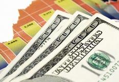 Dollars over grafiek Royalty-vrije Stock Foto's