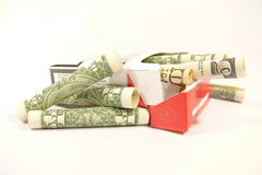 Dollars in sigaretpak Stock Foto's