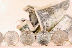 Dollars sous la protection de pièce de monnaie Image libre de droits