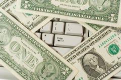 Dollars sur le clavier d'ordinateur photos libres de droits