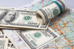 Dollars sur une carte géographique de l'Ukraine Photo stock