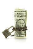 Dollars US sous la chaîne et la serrure Photographie stock