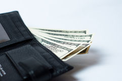 Dollars in zwarte portefeuille op wit Stock Afbeeldingen