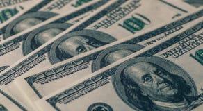 Dollarsachtergrond, hoop van honderd rekeningen van het de dollarbankbiljet van de V.S., veel Amerikaans contant geldgeld met Ben Stock Afbeelding