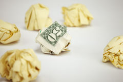 50 Dollarschein unter zerknitterten Blättern Papier Stockbild