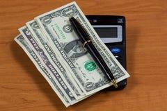 Dollarscheine und Taschenrechner Stockfotografie