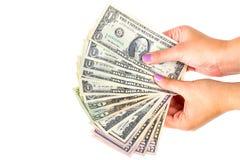 Dollarsedlar i kvinnlig hand Arkivfoton
