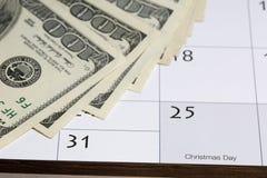 100 dollarsrekeningen voor Kerstmis Stock Afbeeldingen