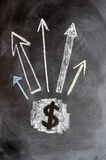 Dollarsymbol mit hohen Pfeilen Lizenzfreie Stockbilder