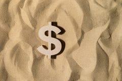 Dollartecken på sanden royaltyfri fotografi