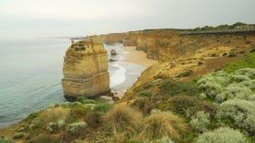 Dolly beweging meer dan Twaalf apostelen op Grote Oceaanweg in Australië stock footage