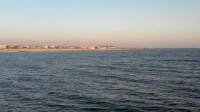 Dolly gezoem lucht4k lengte naderbij komende visserijpijler in Heilige Augustine Florida tijdens zonsopgang stock videobeelden