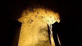 Dolly niecka zapamiętanie Złocista Srebna kopalnia przy nocą - 4K zdjęcie wideo