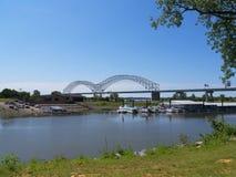 Dolly Parton Bridge de Memphis Visitors Centre Tennessee los E.E.U.U. del río Misisipi y de Dolly Parton Bridge fotos de archivo libres de regalías
