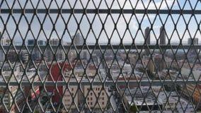 Dolly Shot abstracta de San Diego Skyline Behind Fence almacen de video