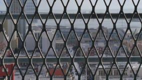Dolly Shot abstrata de San Diego Skyline Behind Fence video estoque