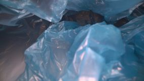 Dolly strzelaj?cy przez rozporz?dzalnego plastikowego worka t?a Przejrzysty, reusable klingerytu odpady, Plastikowy przetwarza?,  zdjęcie wideo