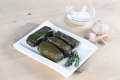 Dolma avec de la sauce Photos stock