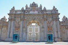 Dolmabahce宫殿在伊斯坦布尔 免版税图库摄影