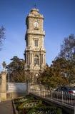 从Dolmabahce宫殿,伊斯坦布尔的尖沙咀钟楼 免版税库存图片