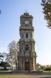 从Dolmabahce宫殿,伊斯坦布尔的尖沙咀钟楼 库存照片