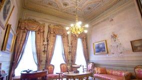 Dolmabahce-Palast, Kabinett von Mustafa Kamal Ataturk stock video
