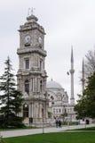 Dolmabahce-Palasttor im Besiktas-Bezirk von Istanbul lizenzfreies stockbild