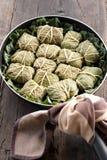 Dolmades con las hojas, la carne y el arroz del ruibarbo Imagen de archivo