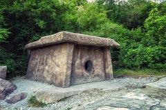 Dolmen antico nella foresta Immagini Stock