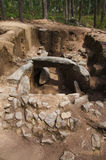 Dolmen av Cruzinha eller Arribada den bakre sikten Esposende Portugal royaltyfri foto